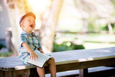 小孩子平均每天笑400次
